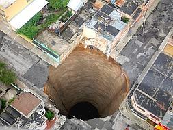 El agujero tenía 30 metros de diámetro y 60 de profundidad